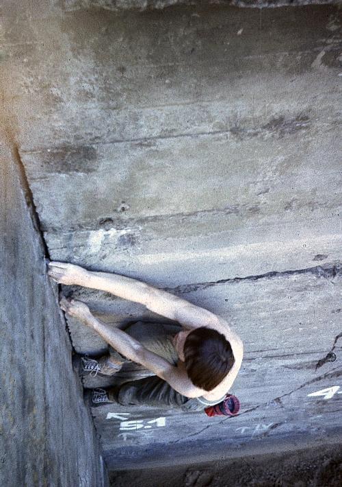 Duży bunkier zacięcie ściana półn (archiwum/wspin Wojtek Bonk)