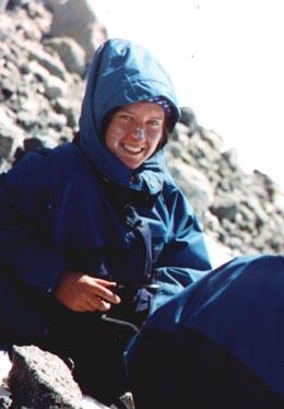 Na zdjęciu obok autorka, gdzieś w drodze na Elbrus